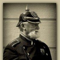 Страж порядка... (стилизация под старое фото) :: Владимир Секерко
