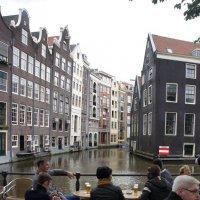 Кафе и старинные дома Амстердама у городского канала :: Елена Павлова (Смолова)