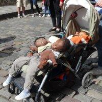 Дети и куклы :: Светлана Лысенко