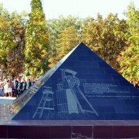 Памятник шахтёрам, погибшим в мирное время :: Владимир Болдырев