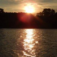 Закат на реке :: Ольга Ольга