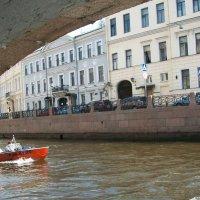 Катер. Вид из под моста. :: Виктор Елисеев