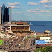 вид на Одесский залив и морвокзал с Потемкинской лестницы :: Александр Корчемный
