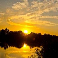 Закат на реке :: Сергей Гибков