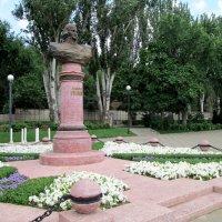 Памятник Адмиралу Ушакову Ф.Ф. на ростовской набережной... :: Тамара (st.tamara)