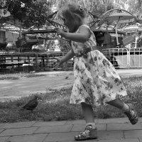 Девочка  и  голубь 3 :: Валерия  Полещикова