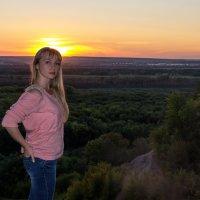 на закате в лесу :: Евгений Дольников