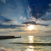 Рассвет на море... :: Андрей Зелёный