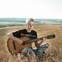 с гитарой :: Артемий Кошелев