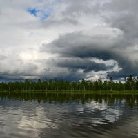На озере Плахино.Что-то небо недовольно! :: Владимир Михайлович Дадочкин