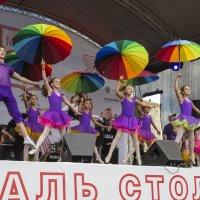 Зонтики, как летательное средство, способное приподнять над суетой :: Алексей Окунеев