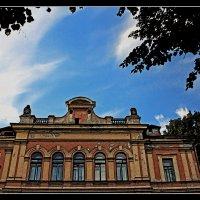 Фасад старого дома. :: Александр Лейкум