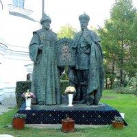 Памятник Михаилу Фёдоровичу и Николаю Александровичу Романову :: Александр Качалин
