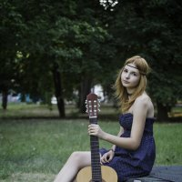 Девушка с гитарой :: anatoly