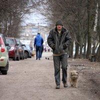 Одинокий мужичок за 50... :: Владимир Прокопов