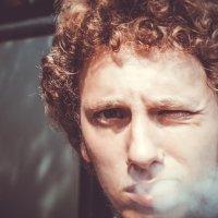 Кудряш-курильщик :: Максим Андреев