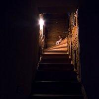 Алиса на лестнице :: Павел Крутенко