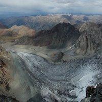 Ледник, вид с вершины пик Пржевальского :: Юрий Алексеевич