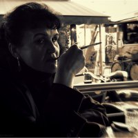 Дама с сигаретой в мундштуке :: Станислав Лебединский