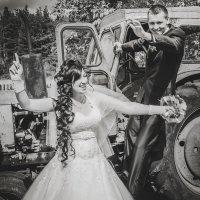 Полюбила тракториста была тихая пора на свидание ходила где гудели трактора :: Михаил Фенелонов