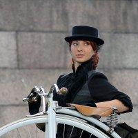 Леди и велосипед :: Вера Моисеева