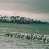 Корабль на рейде в Усть Камчатске :: Олег Романенко