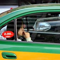 Жёлто-зелёное такси :: Юрий Савинский