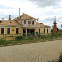 Дом игумена в Иоанно-Богословском монастыре :: Александр Буянов