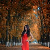 Красное платье :: Женя Рыжов