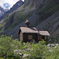 Часовня в горах. :: Ирина Нафаня