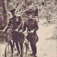 Младший сержант Швадченко и старший лейтенант Гончаров. Берлин, май, 1945 г. :: Нина Корешкова