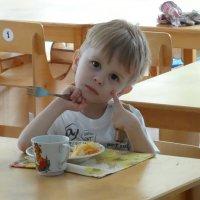 Один в столовой... :: Владимир Уваров