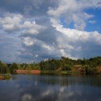 Осеннее озеро :: Анатолий
