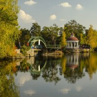 autumn in city park :: Dmitry Ozersky