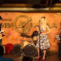 Гитарист играет как может... :: Дмитрий Николаев