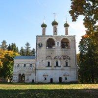 Звонница с церковью св. Иоанна Предтечи (1690) :: Людмила Макарова
