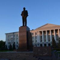 Псков. Памятник  Ленину :: demyanikita