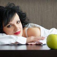 Зеленое яблоко :: Dina Ross