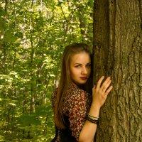 Девушка в лесу :: Анастасия Курганова