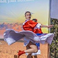 В порыве танца. :: юрий Амосов