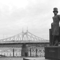 Вид на Старый мост и памятник А.С. Пушкину :: Angelika Faustova