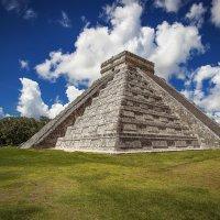 Чиче́н-Ица́ — политический и культурный центр майя на севере полуострова Юкатан (Мексика). :: Александр Вивчарик