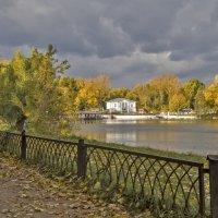 Осень в старом парке. :: Екатерина Рябинина