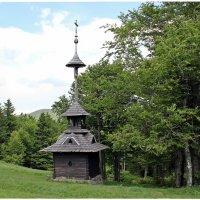 Деревянная колокольня в горном курорте Пустевны... :: Dana Spissiak