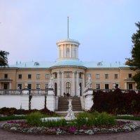 дворец князей Юсуповых в Архангельском на закате :: Svetlana AS