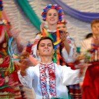 Искрометный танец :: Александр Бойко