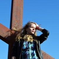 Какой бы не был сильный ветер, у креста все равно спокойно :: Виктория Большагина