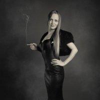 Девушка с сигаретой :: Олег Каразанов