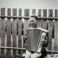 Гармонист и баянист) (оцифровка пленки 1969г.) :: Николай