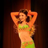 Эпизод изБатлов на конкурсе Восточных танцев :: Дина Микрюкова